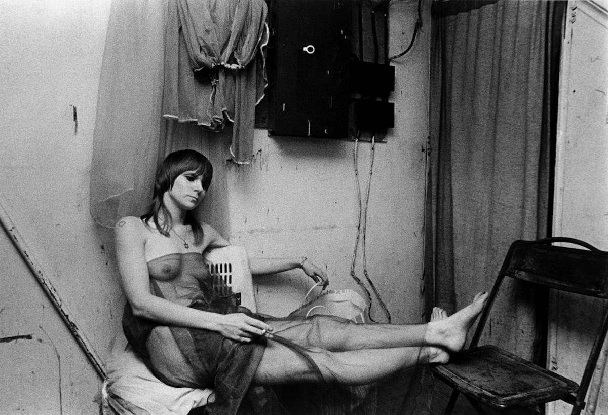 Karnavalnye-striptizershi-Fotograf-Syuzen-Meyzelas_36