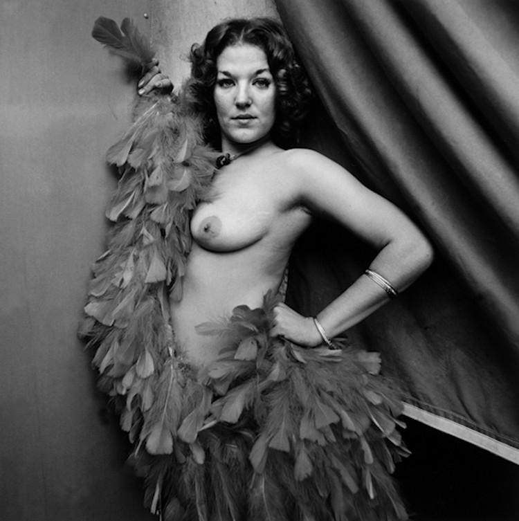 Karnavalnye-striptizershi-Fotograf-Syuzen-Meyzelas_42