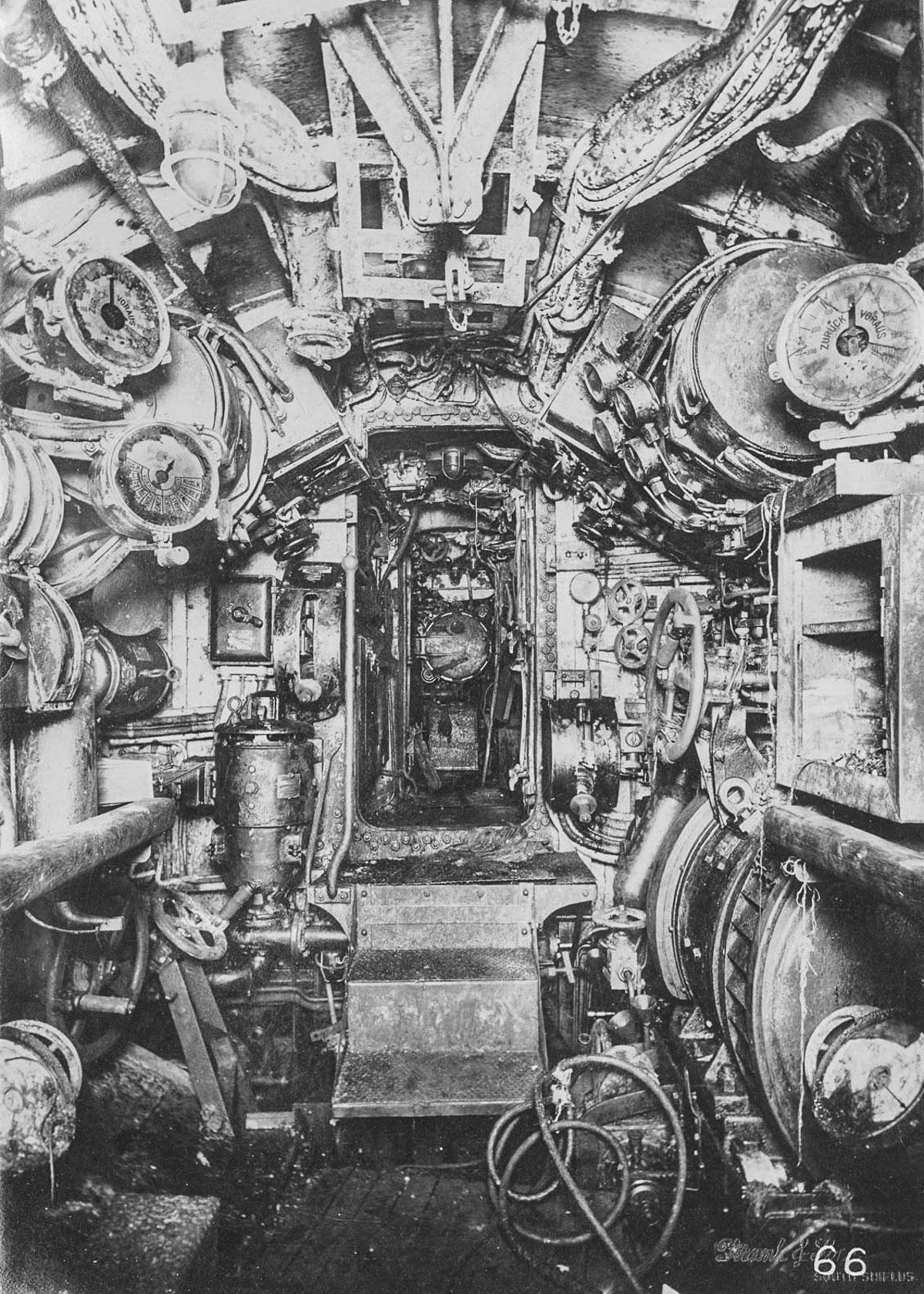 Vnutri-nemetskoy-podvodnoy-lodki-foto_16