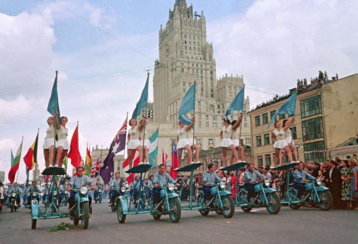 festival_molodezhi__studentov_Moskva_1957.jpg_10