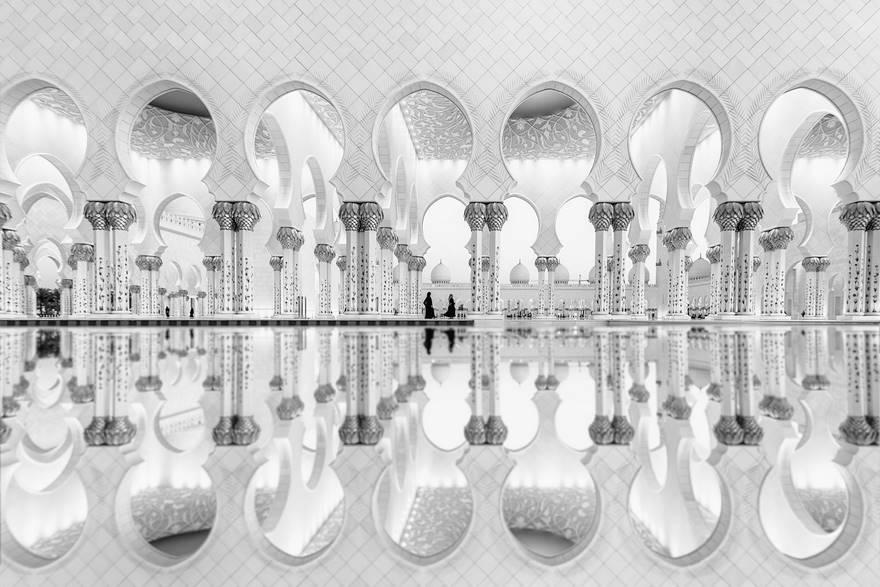 Отражение женщин, ОАЭ