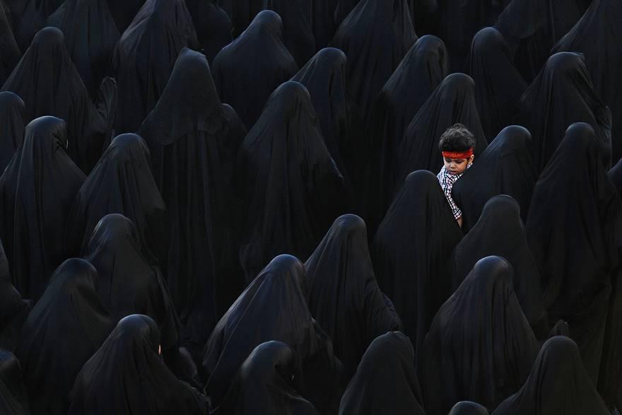 В центре чёрного, Бахрейн