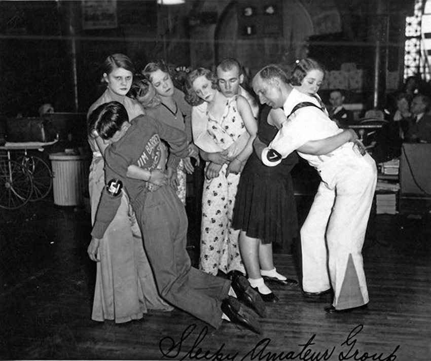 Последние четыре пары, добравшиеся до финала танцевального марафона в Чикаго, 1930 год