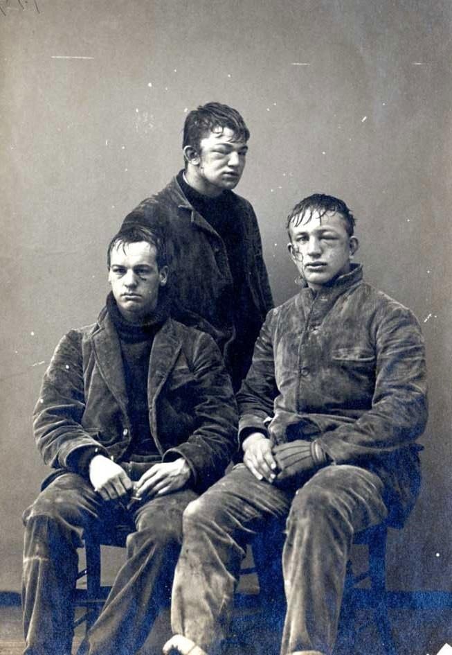 Три студента Принстонского университета после традиционного для первокурсников «сражения» в снежки, 1893 год