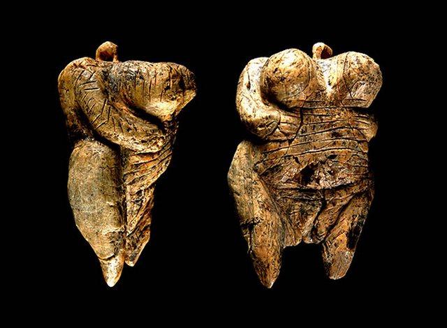 Самая древняя скульптура в форме человека (35000 - 40000 лет)