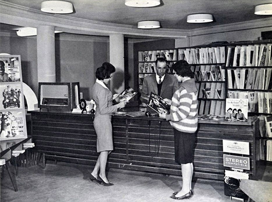 Афганские женщины в общественной библиотеке задолго до того, как Талибан захватил власть. Приблизительно 1960-е