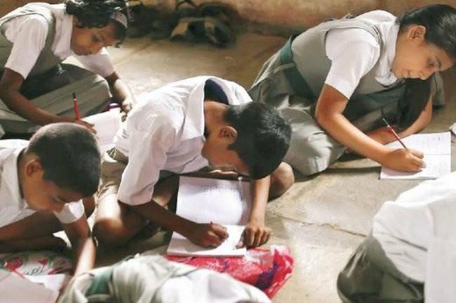 Условия обучения в Индии: использование картона стало спасением
