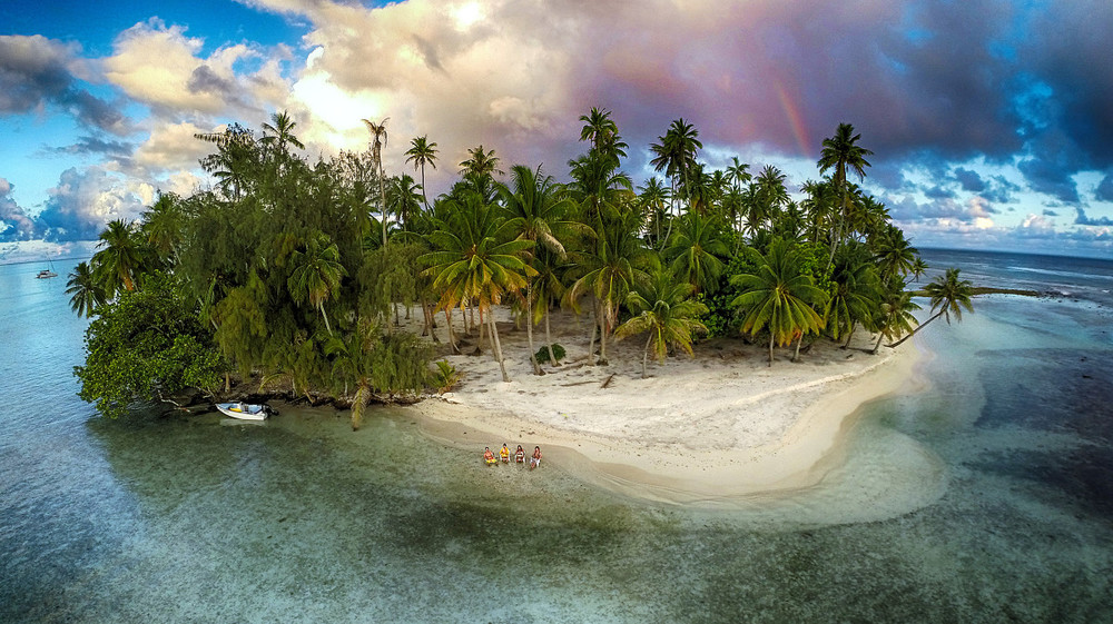 В ожидании заката на острове в тихом океане. Таити, Французская Полинезия