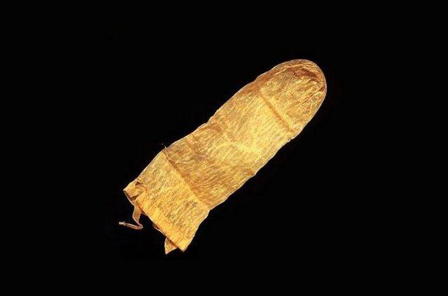 Самый старый презерватив (370 лет)