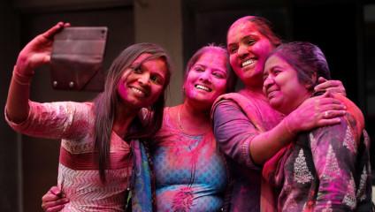 История фестиваля красок Холи