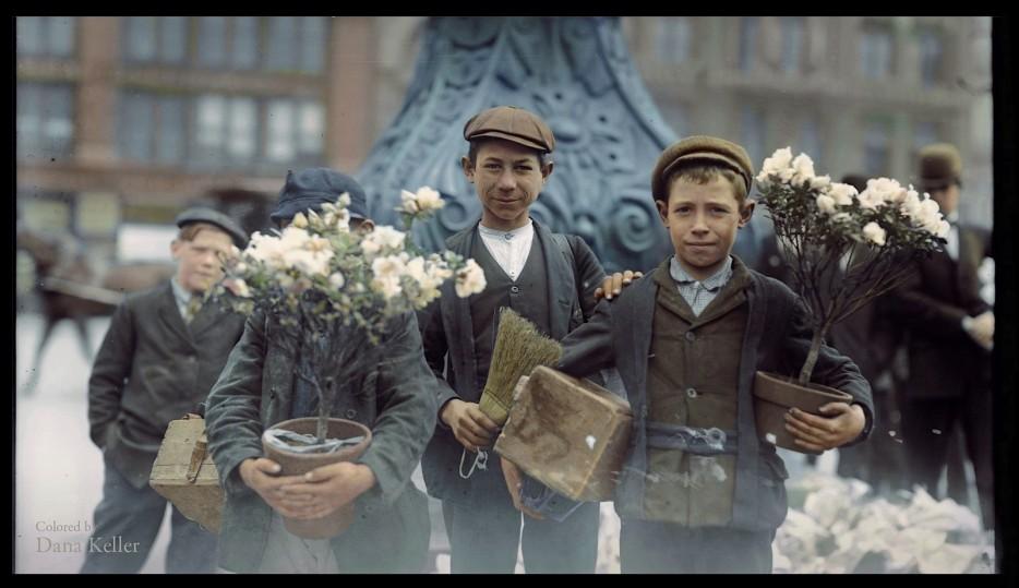 Мальчики продают цветы. 1908 год