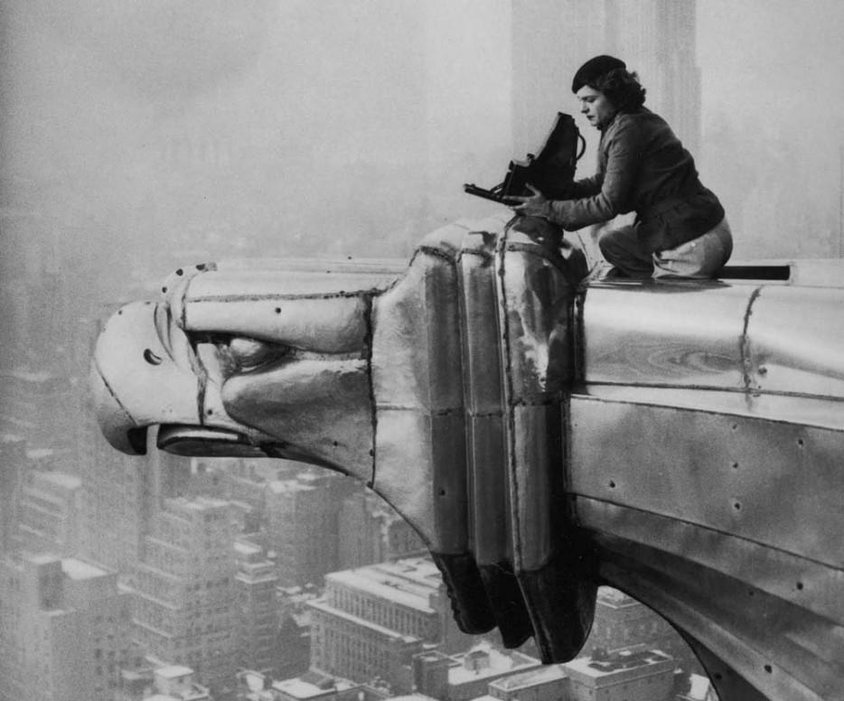 Фотограф Маргарет Бурк-Уайт на здании Крайслер-Билдинг. 1934 год