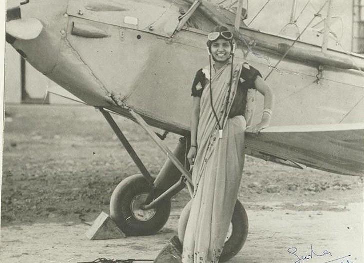 21-летняя Сарла Такрал — первая индийская женщина, получившая лицензию пилота. 1936 год