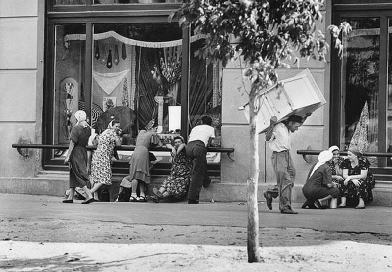 Gatuliv i Stalingrad. Sovjetunionen 1955. Copyright © Georg Oddner / Malmö Museer / IBL Bildbyrå
