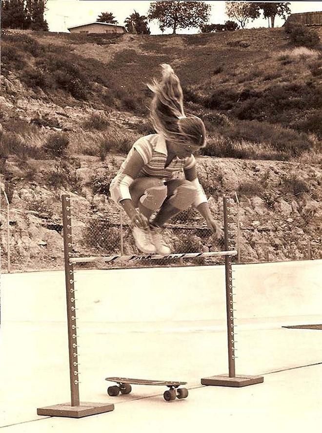 Эллен О'Нил - одна из первых профессиональных скейтбордисток. 1976 год