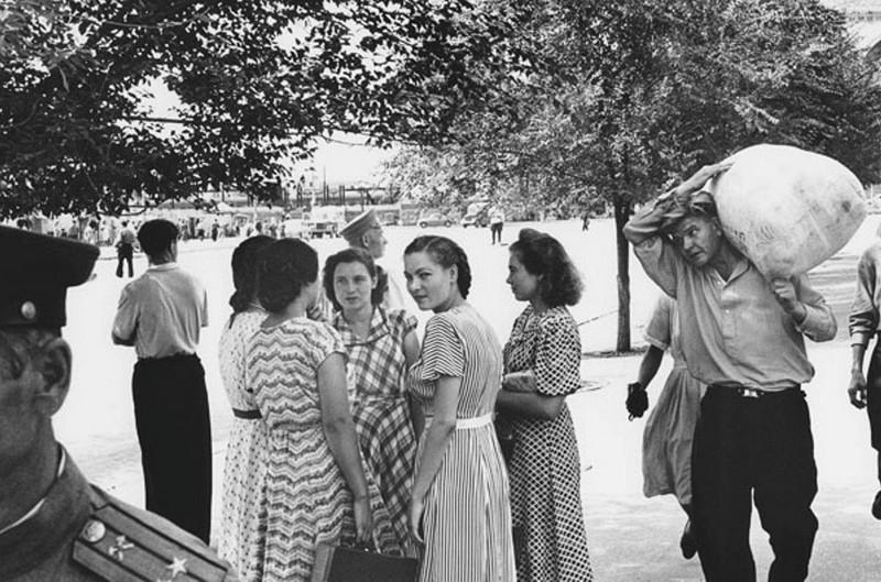 Gatuliv i Rostov. Sovjetunionen 1955. Copyright © Georg Oddner / Malmö Museer / IBL Bildbyrå
