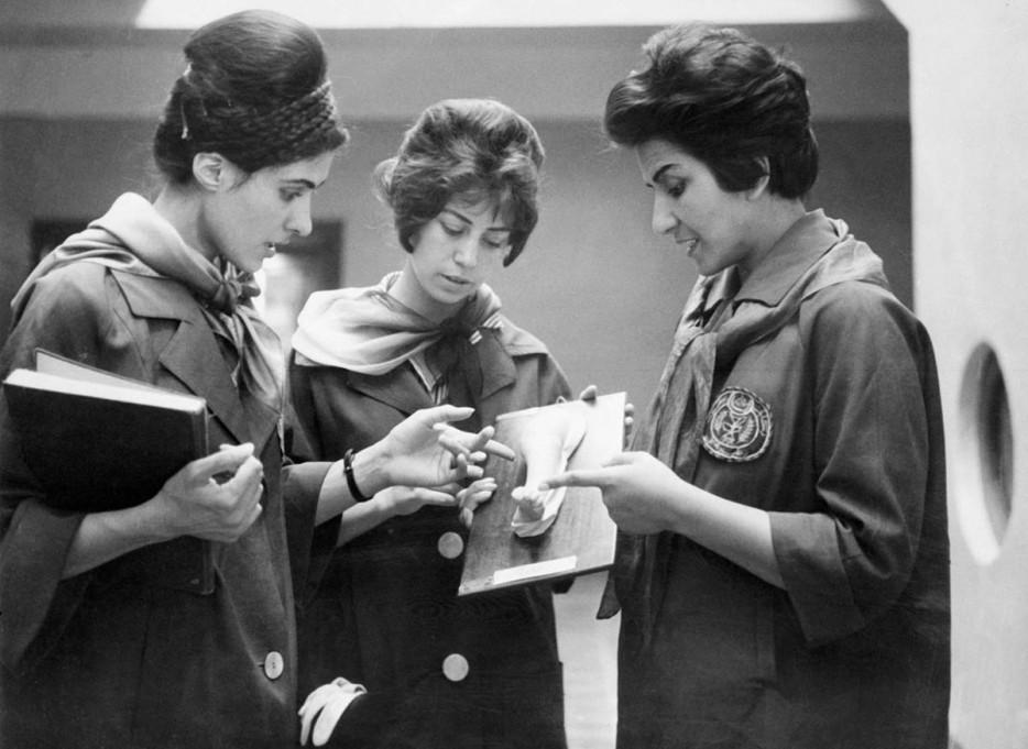Афганки изучают анатомию. 1962 год