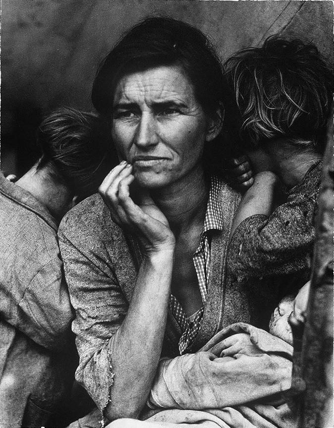 """Культовое фото собирательницы гороха и матери семерых детей во время """"Пыльного котла"""" - серии катастрофических пыльных бурь, происходивших в прериях США и Канады между 1930 и 1936 годами"""