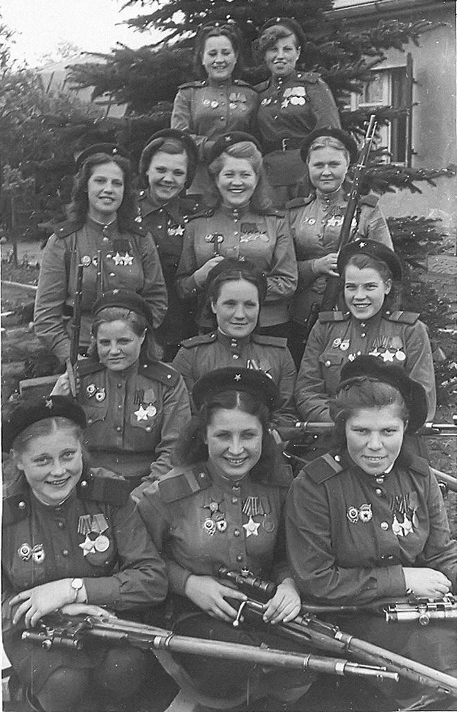 Женщины-снайперы Советской армии. 4 мая 1945 года