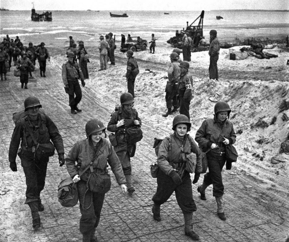 Американские медсестры высадились в Нормандии. 1944 год