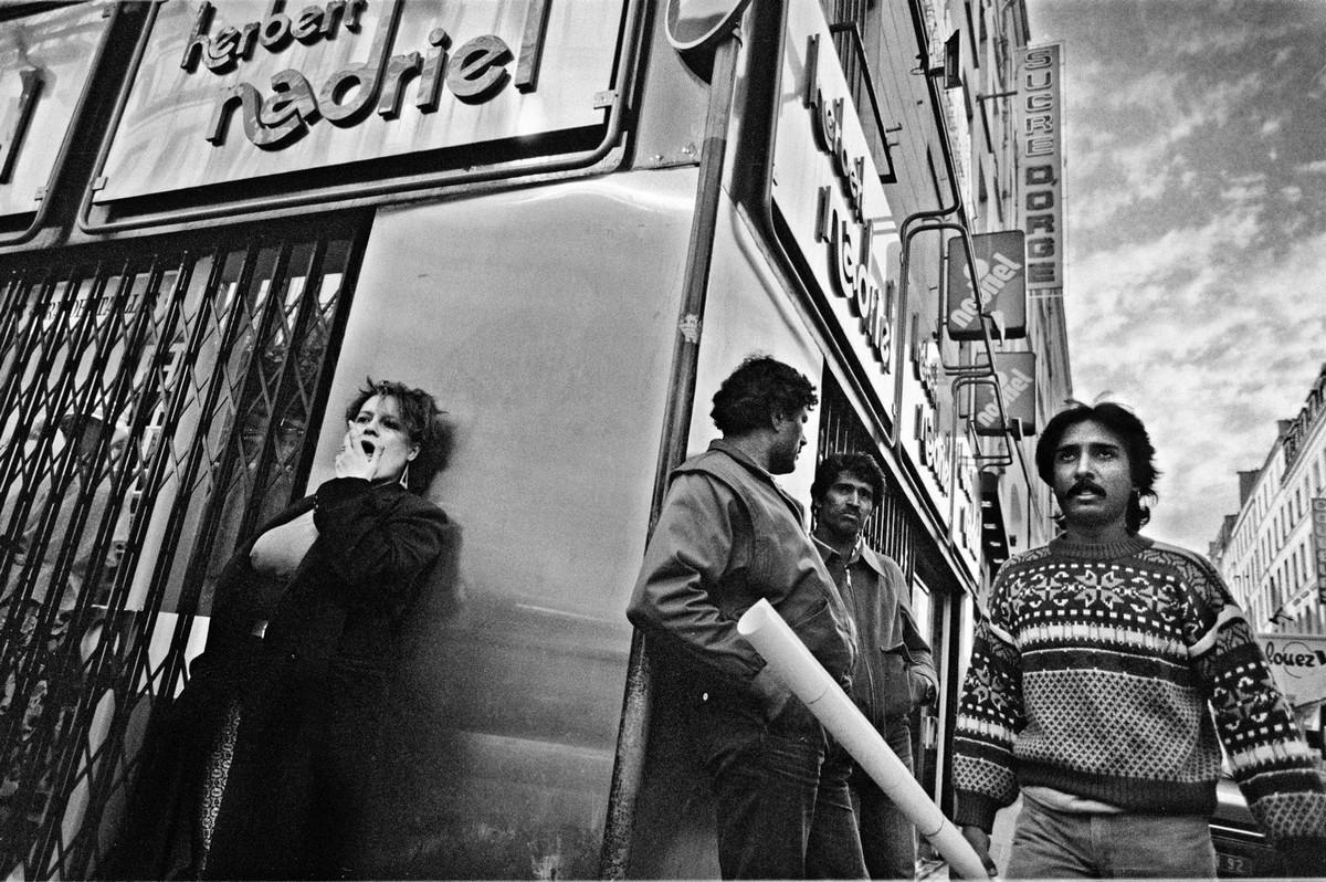 ulitsa-Sen-Deni-Fotograf-Massimo-Sormonta_30