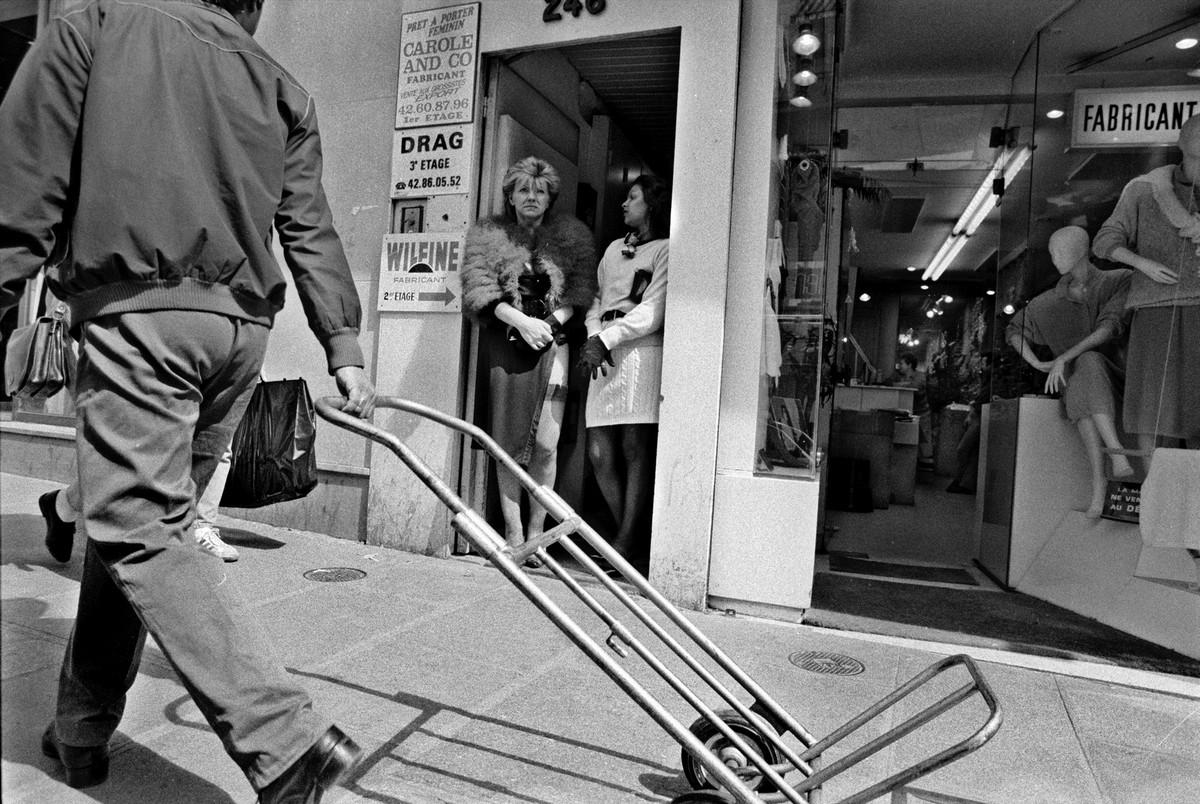 ulitsa-Sen-Deni-Fotograf-Massimo-Sormonta_60