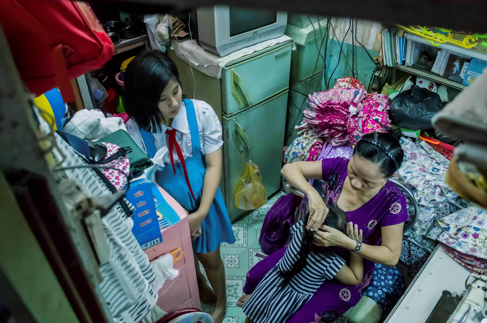 1528115858_inside_vietnams_micro_houses_002474_010