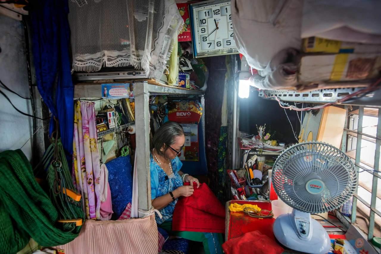 1528115943_inside_vietnams_micro_houses_002474_007