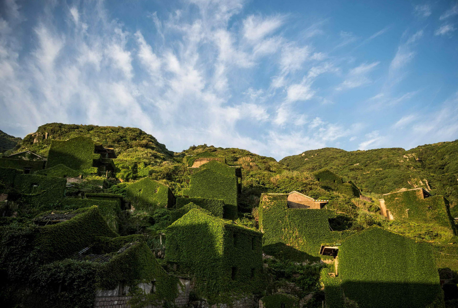 1528462192_china_abandoned_ghost_village_002500_008