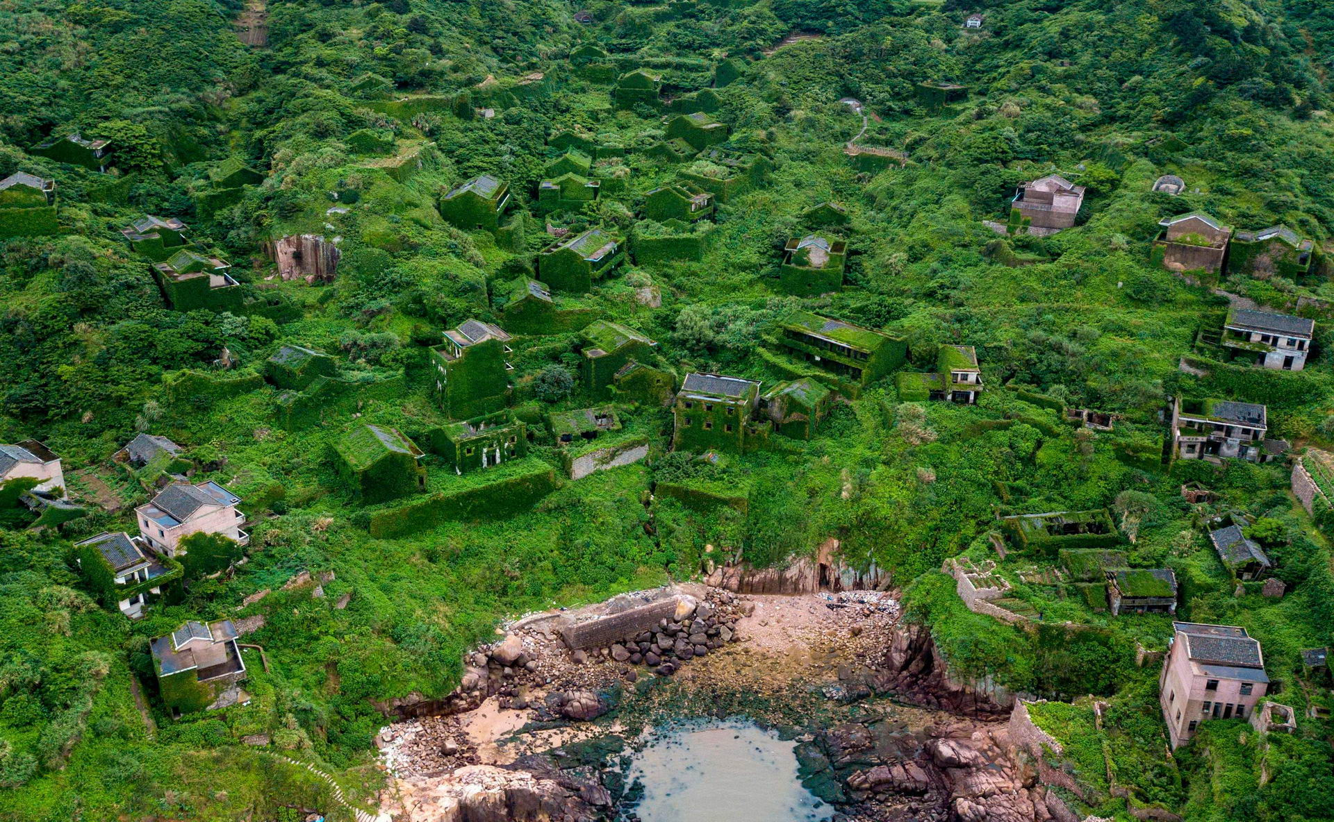 1528462194_china_abandoned_ghost_village_002500_010