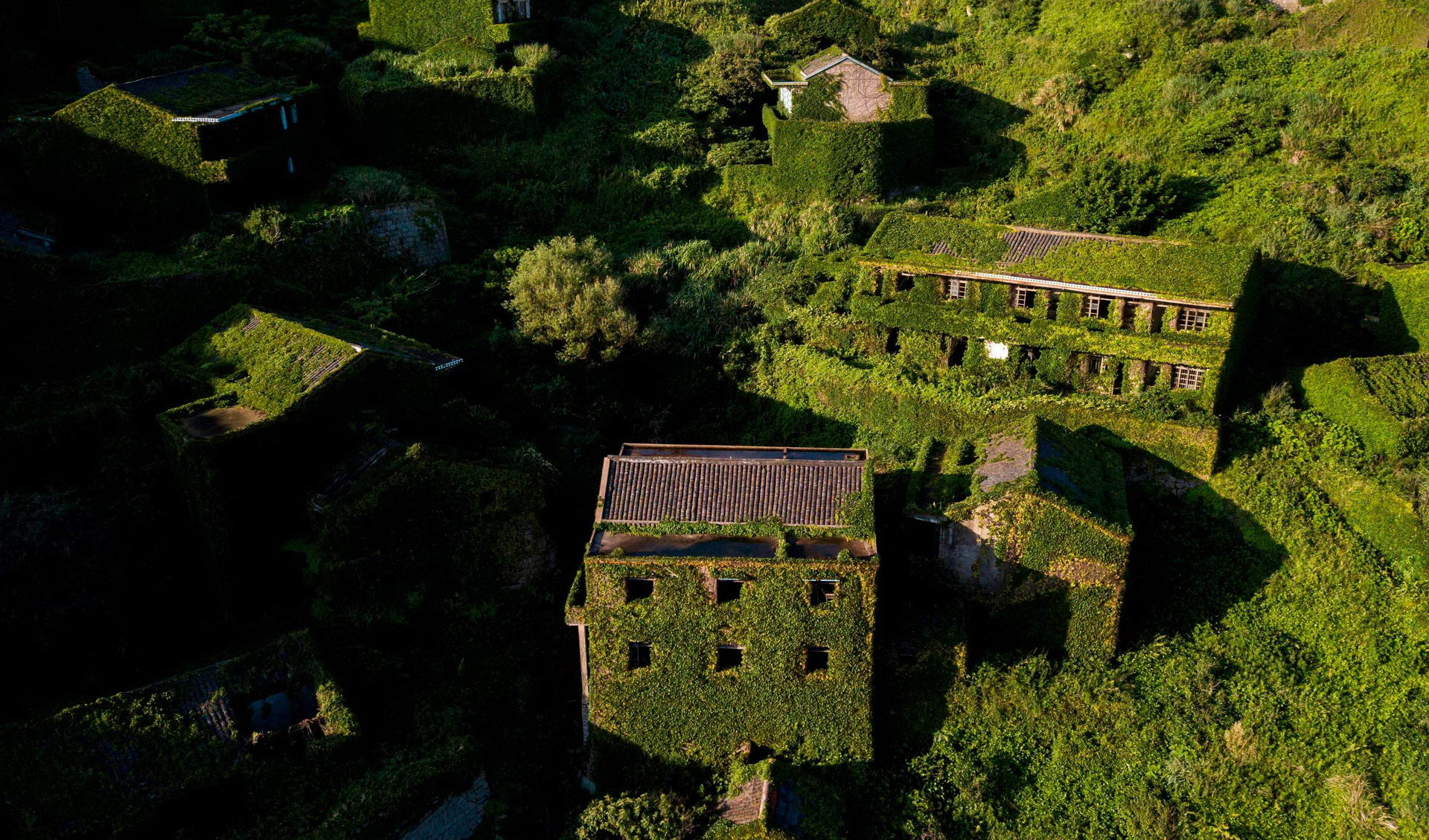 1528462214_china_abandoned_ghost_village_002500_005