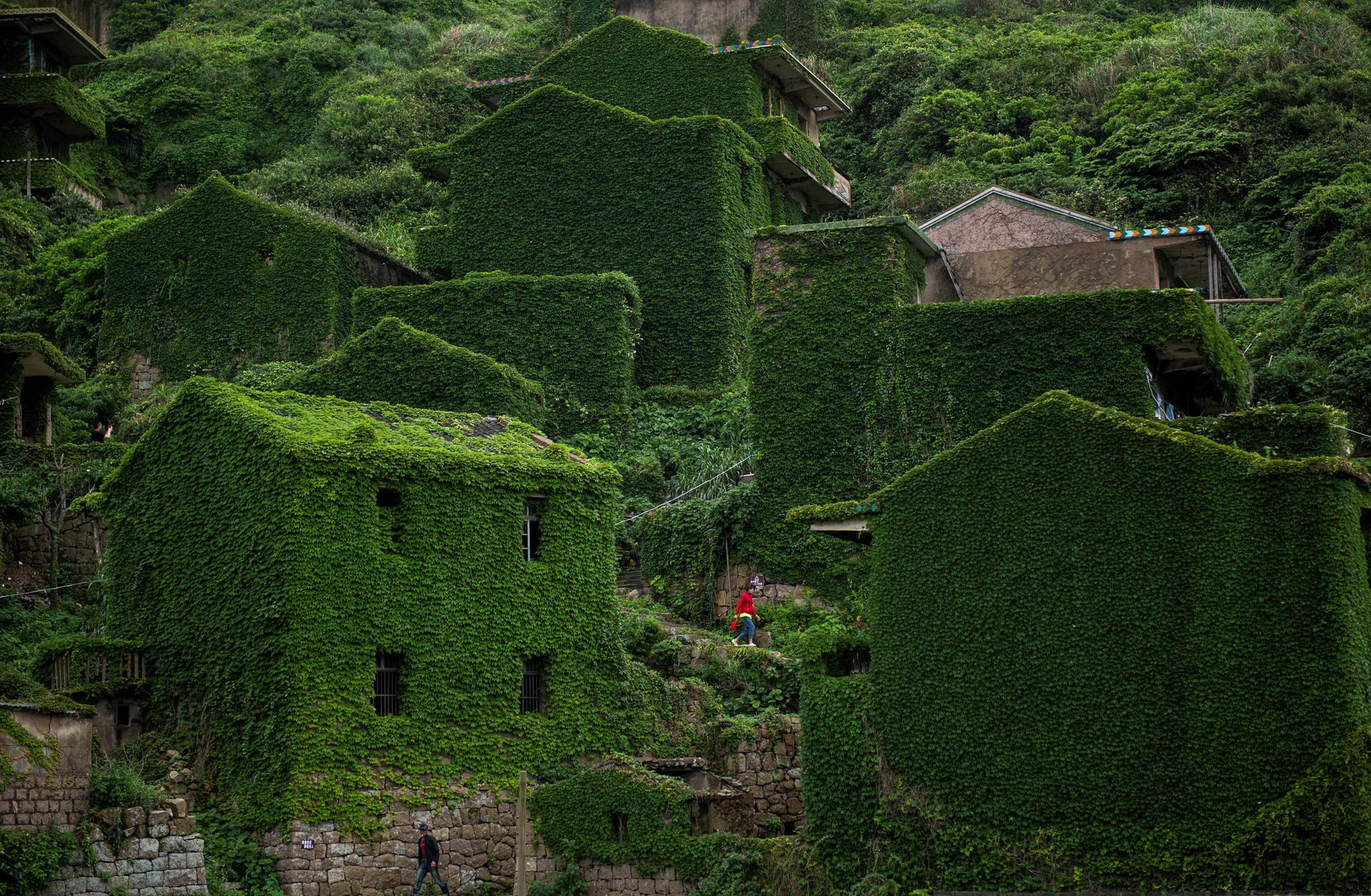 1528462223_china_abandoned_ghost_village_002500_002 (1)