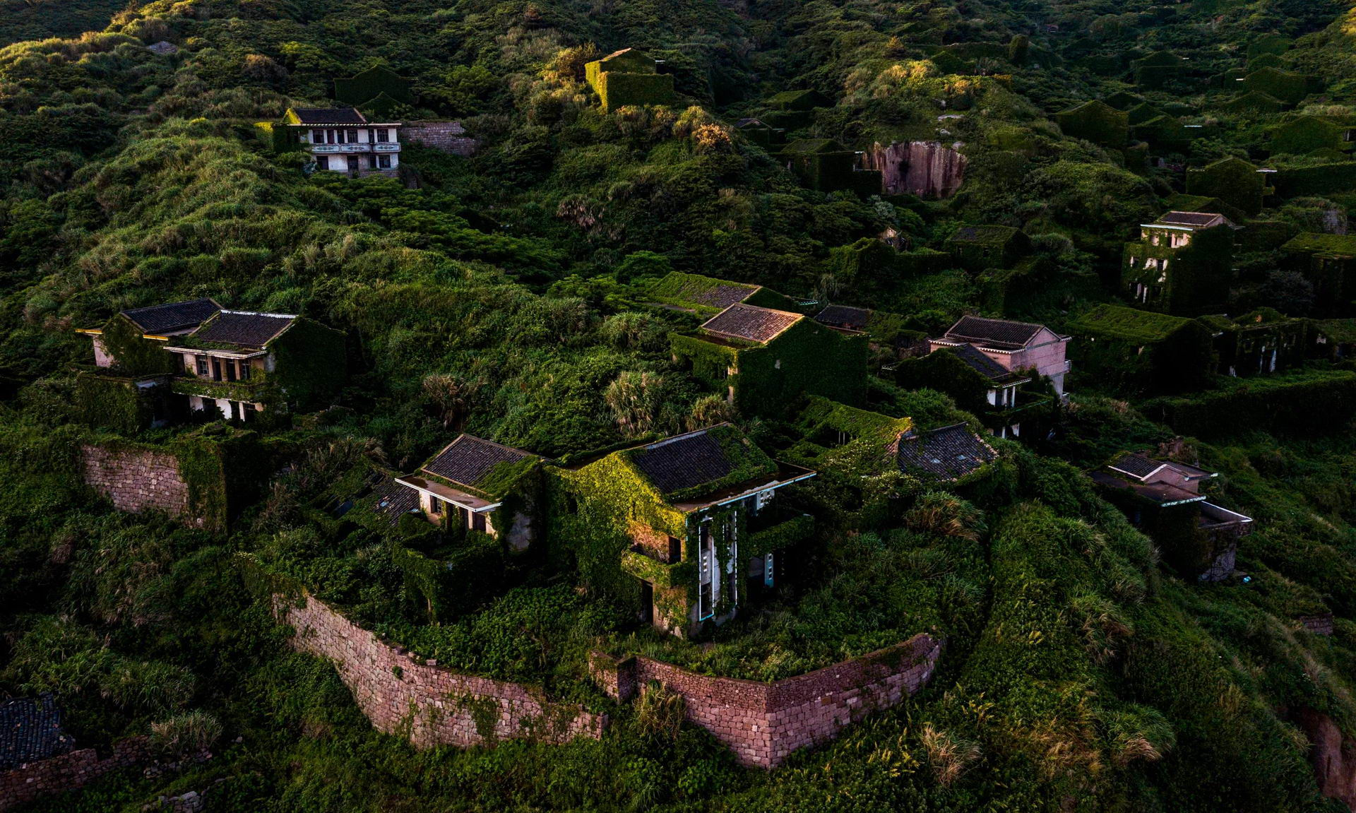 1528462263_china_abandoned_ghost_village_002500_007