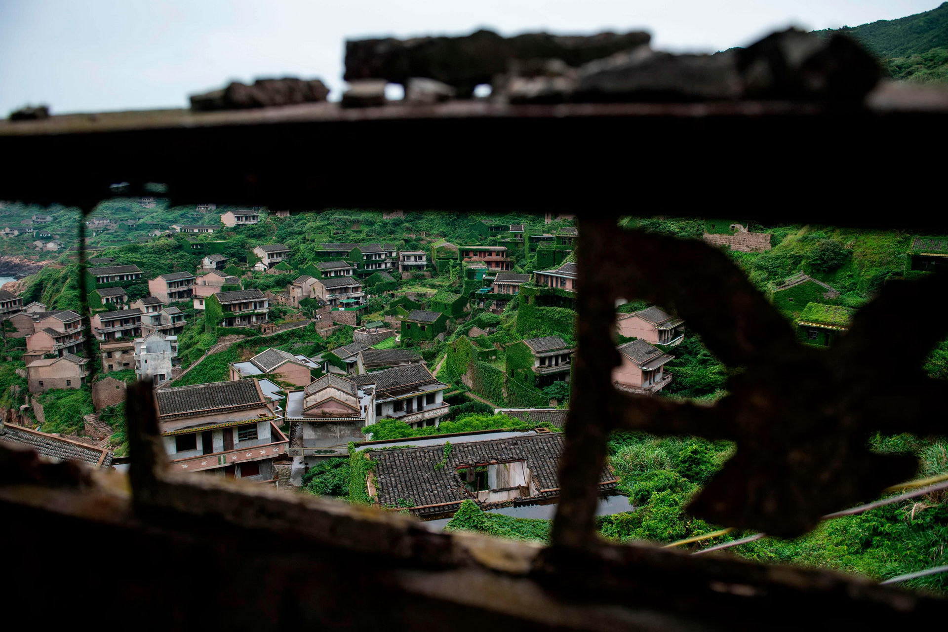 1528462279_china_abandoned_ghost_village_002500_006