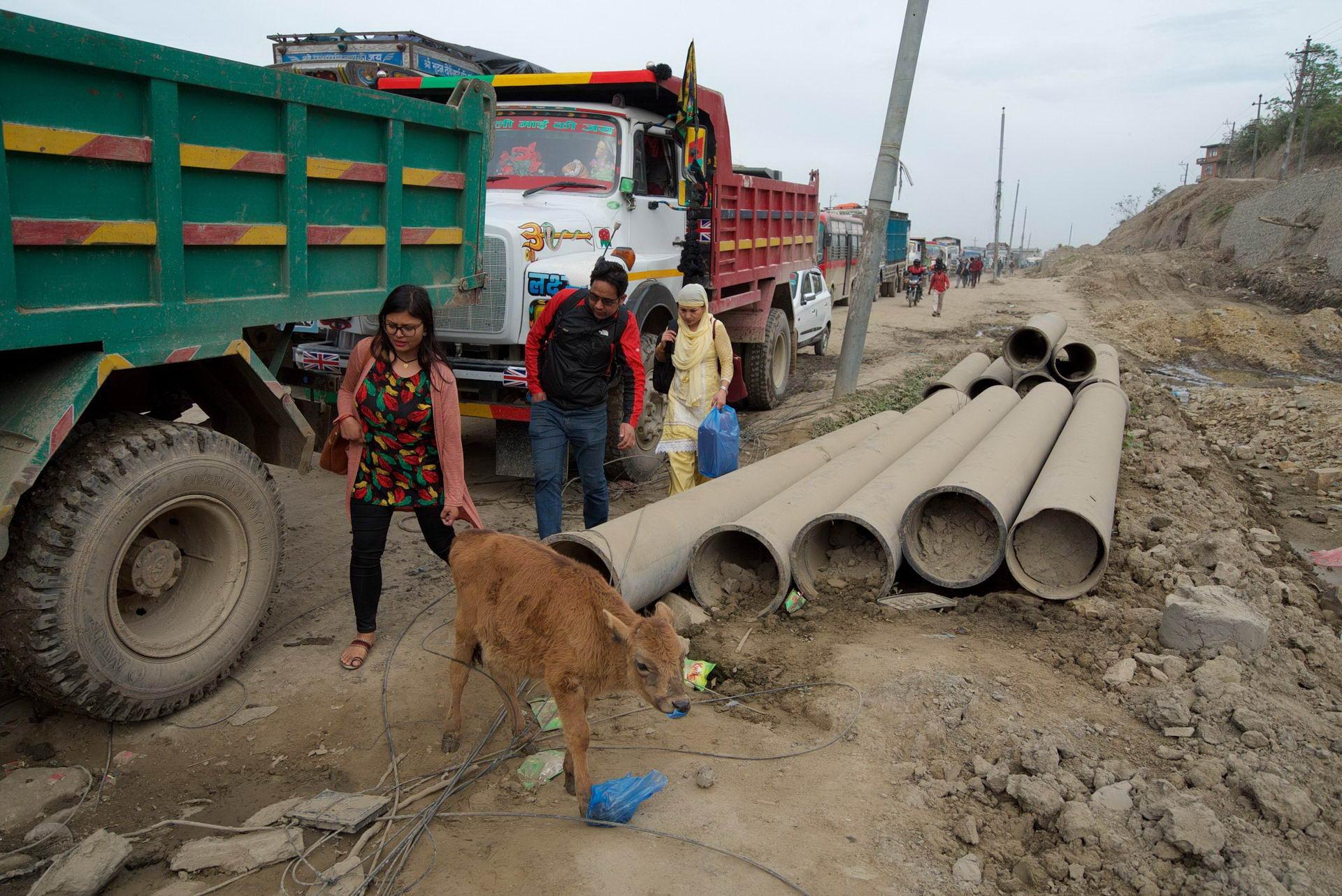 1529671777_kathmandu_commuter_hell_002582_008