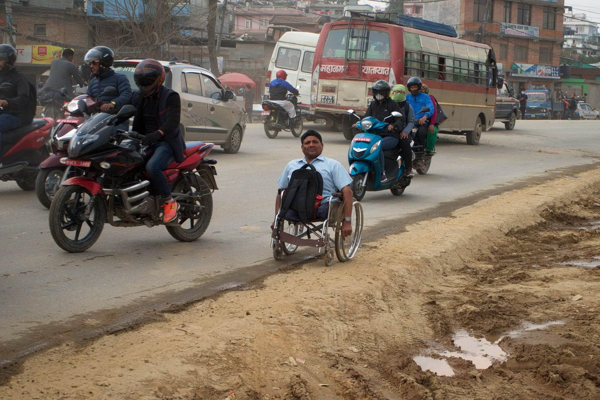1529671778_kathmandu_commuter_hell_002582_010