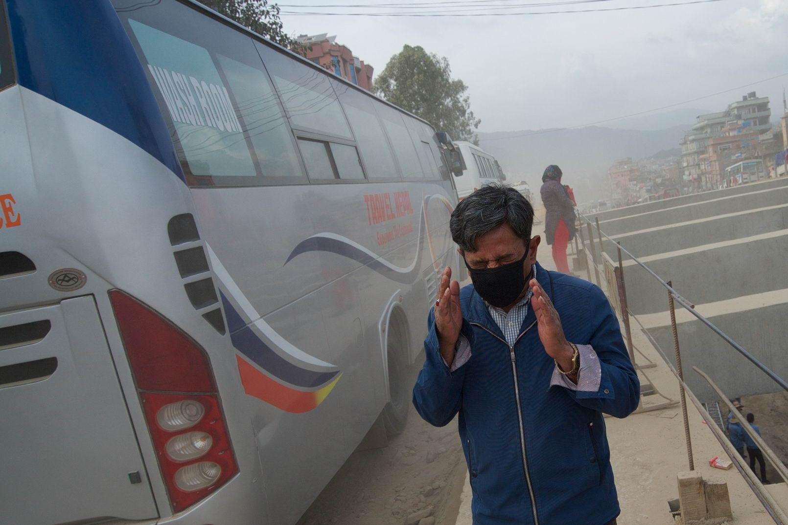1529671788_kathmandu_commuter_hell_002582_001