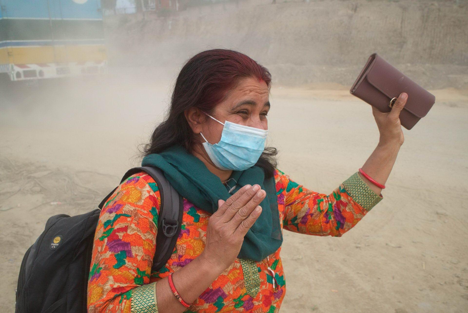 1529671793_kathmandu_commuter_hell_002582_009