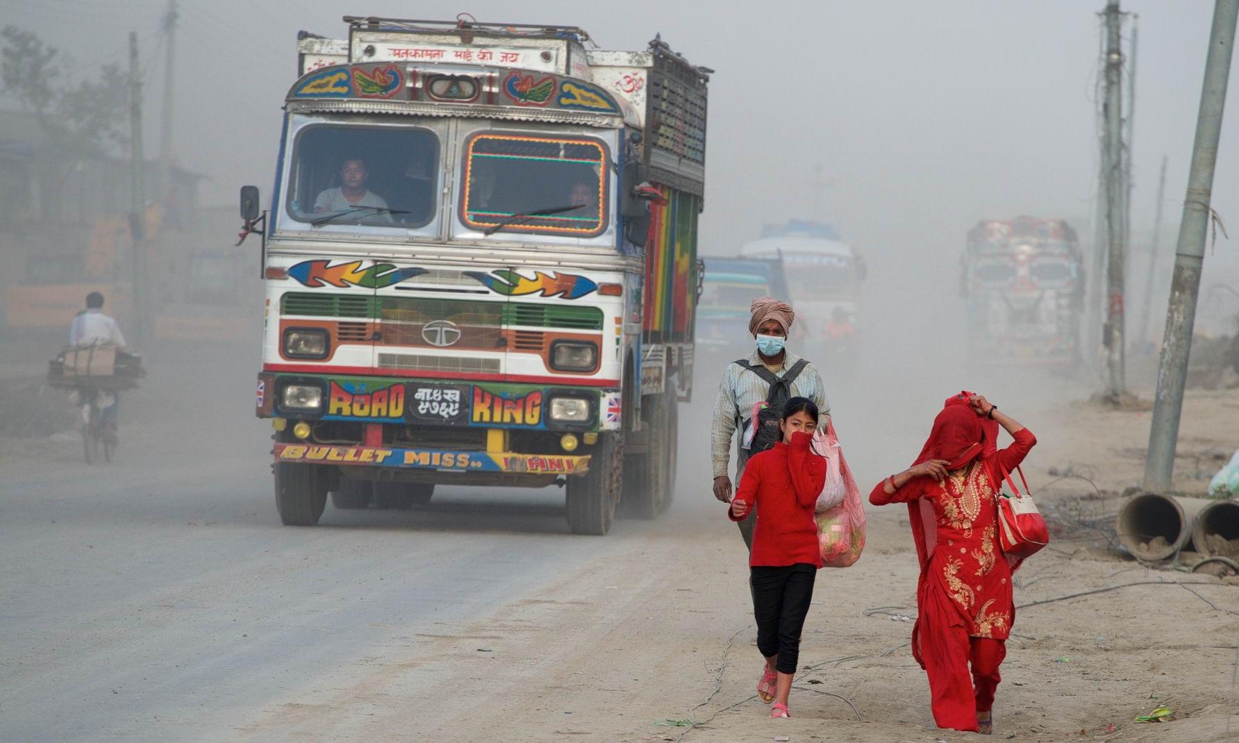 1529671795_kathmandu_commuter_hell_002582_013