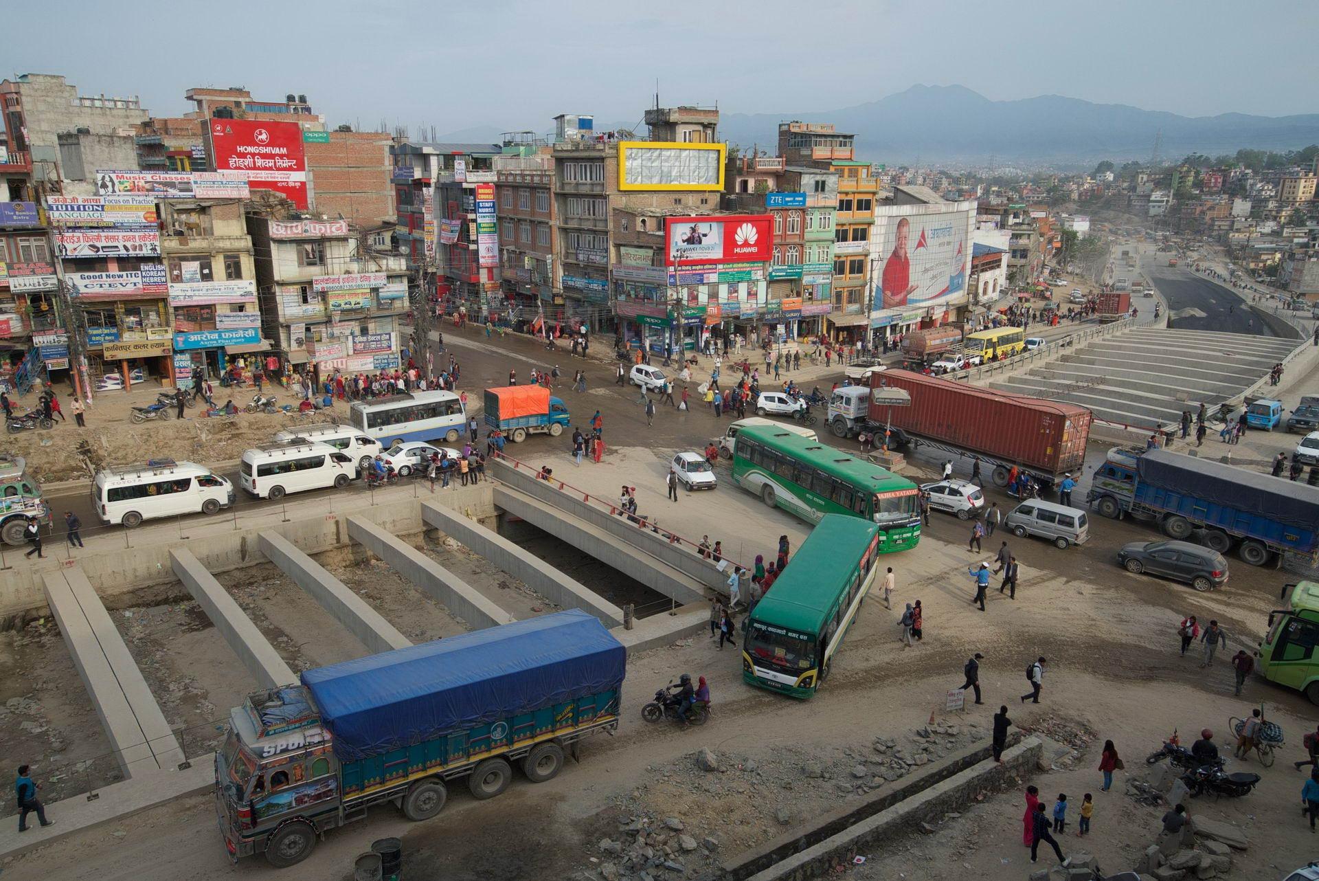1529671820_kathmandu_commuter_hell_002582_007