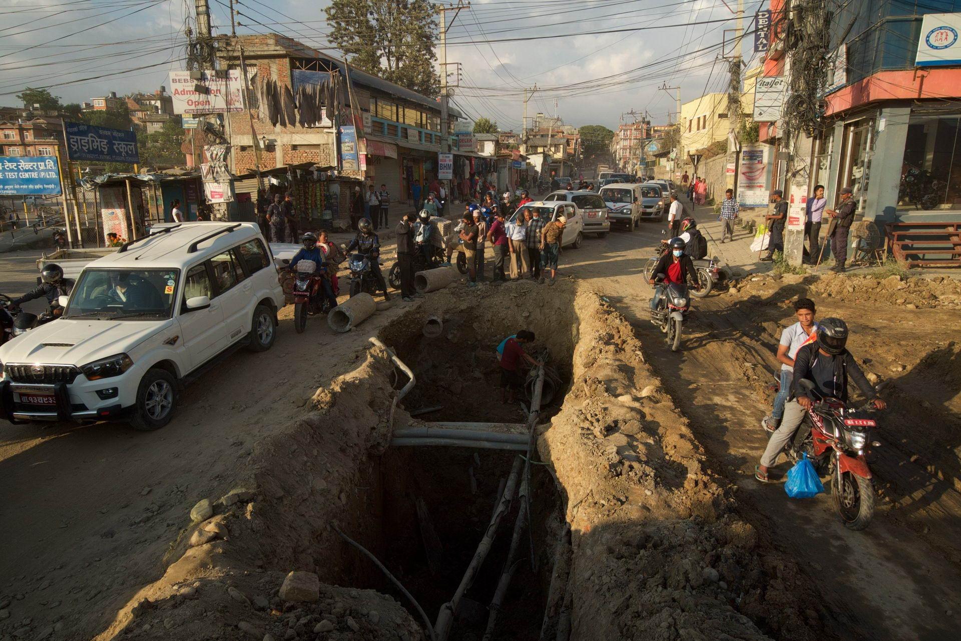 1529671827_kathmandu_commuter_hell_002582_005