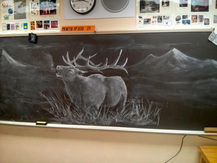 Дети идут в школу за… новой картиной на доске