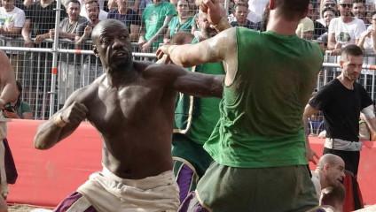 Футбол без правил во Флоренции
