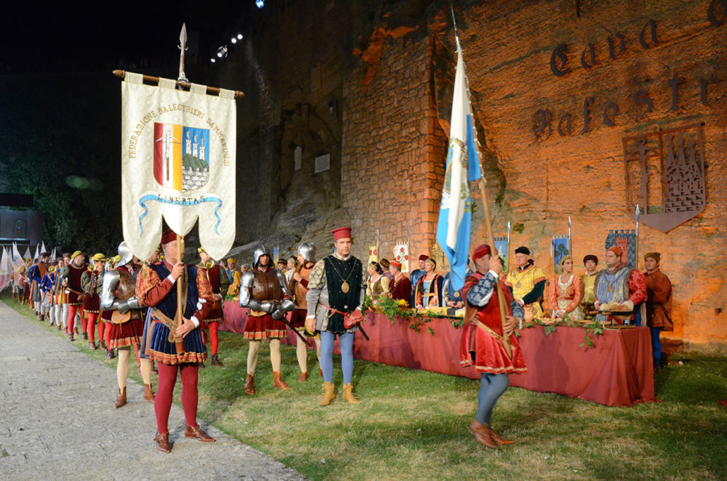 Как попасть в Средневековье: путешествие на фестиваль в Сан-Марино