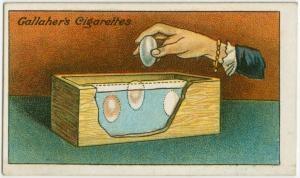 Как хранить яйца «Яйца для хранения должны быть свежеснесенными. Просто положите их в коробку или банку с сухой солью  - закопайте яйца прямо в соль и оставьте в прохладном, сухом месте – это позволит сохранить их на долгий период времени. Не допускайте попадания воздуха в скорлупу»
