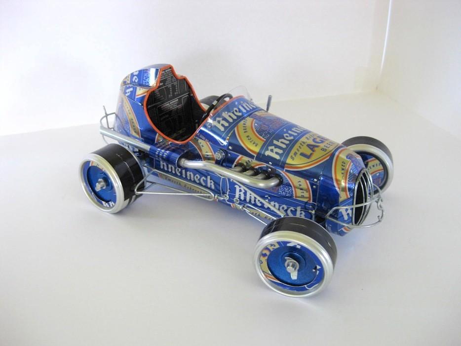 Ретро-автомобили из алюминиевых банок: необычные работы Санди Сандерсон