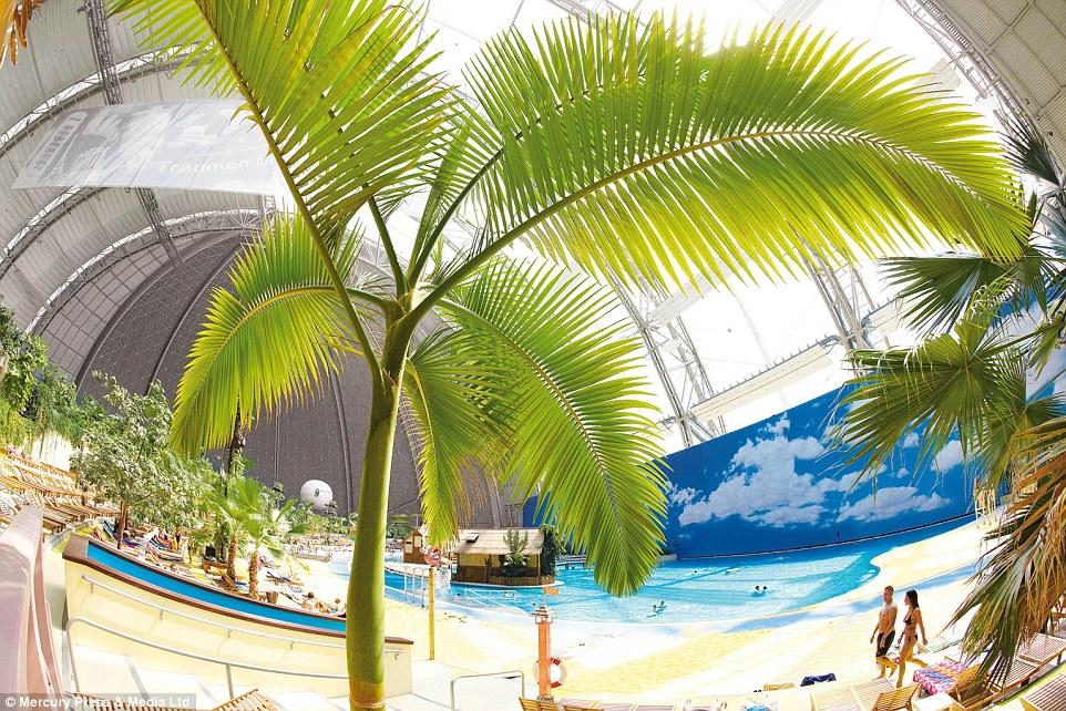 Самый необычный и большой аквапарк в Европе: когда-то тут были самолеты