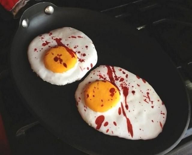 Украшаем стол на Хэллоуин: самые жуткие закуски