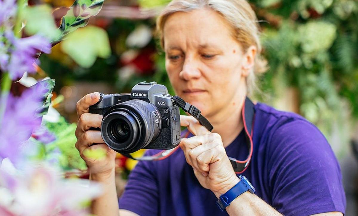 Революционная беззеркальная камера от Canon