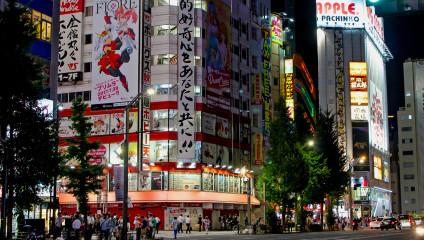 «Человеческий тетрис»: огромная очередь в Японии